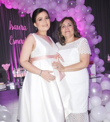 Dulce Esmeralda López y su madre, doña Isaura de López