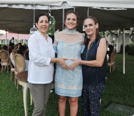 Ema Rodríguez de Ewens junto a la abuela paterna, Emy Marzuca y la abuela materna, Rosa de Rodríguez