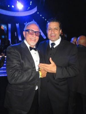 Emilio Chahín con su tocayo Emilio Estefan en la gala Personalidad del año que recibió el grupo Maná en los Latin Grammy en Las Vegas