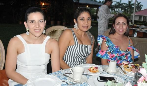 Fanny Santos, Karen Reyes y Sheyla Bardales