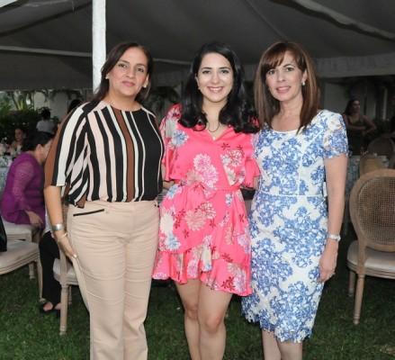 Francesca, Daniela y Patricia Murillo