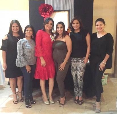 Isha Granados, Carol Caballero, Cindy Granados, Denisse Caballero, Karen Murillo y Carolina Murillo.