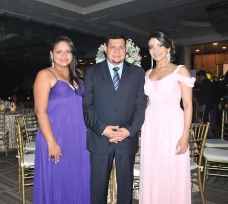 Jessica Cruz, Jerson Rivera y Katherine Stephan