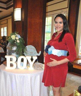 Kelly Ramos de Mejía en la dulce espera de su bebé.