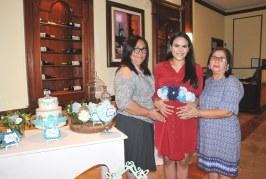 Lluvia de recuerdos en azul para el bebé de Kelly