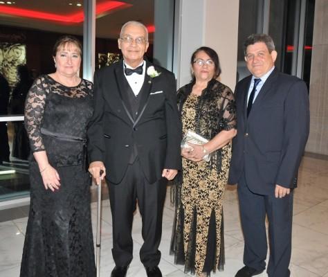 Leila Janania de Pavón, Miguel Omar Pavón, Miriam Rodríguez y Hernan Enamorado