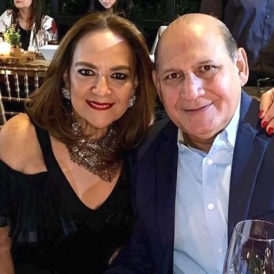Linda pareja Armando López Scott y Maria Elena Sikaffy de López