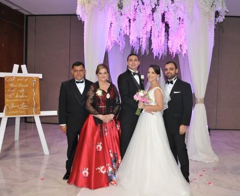 Los padres de la novia, Pita Wilson y Marco Aurelio Irías, José Miguel Pavón, María Lucía Irías Wilson y su hermano, Marco Irías.