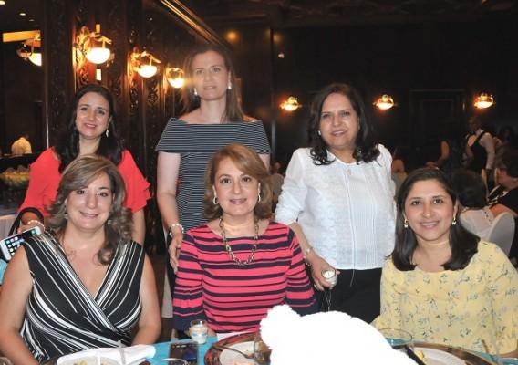 Maha Jarufe, Rania Jarufe, Siham Zummar, Clara de Jarufe, Samia Jarufe y Lesly de Jarufe