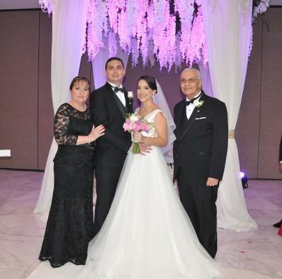 María Lucía Irías Wilson y José Miguel Pavón Janania, junto a sus padres, Leila Janania de Pavón y Miguel Omar Pavón