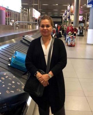 Maria Elena Córdoba en el aeropuerto de Bogotá