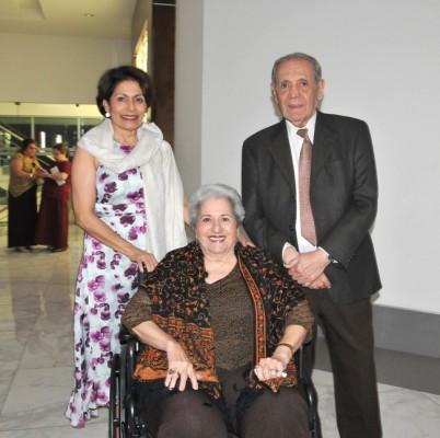 Mireya Larach, don Napoleón Larach y doña Julita de Larach