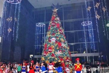 """Altara ilumina """"La Navidad de tus Sueños"""" con espectacular árbol navideño"""