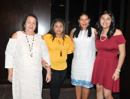 Sandra de Larios, Sandra de Fernández, Mirna Guardado y Lucía Larios