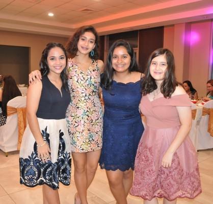 Victoria Jarufe, Lucía Chávez, Valeria Benaton y Skarleth Paz