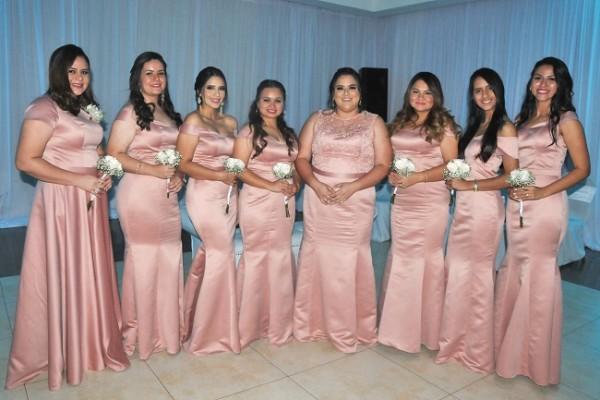 Las damas del cortejo de la novia: Alejandra Martínez, Celina Guerrero, Kimberly Linarez, Zoe Antúnez, Bivian Martínez, Fany Castellanos, Keidy Gutiérrez y Gabriela Bermudez