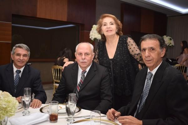 Ana Hawit junto a Isa, Gabriel e Esam Segebre