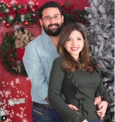 Claudia Colindres y su esposo