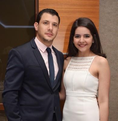 Daniel Pitsikalis y Alexandra Segebre