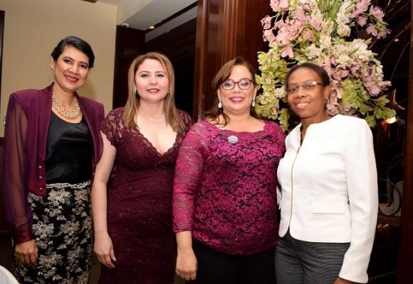 Denia Ortega, Rubidia Quintero, Tania Pineda y Jennifer Blanco