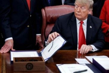 Trump firma ley que dejará libres a miles de presos