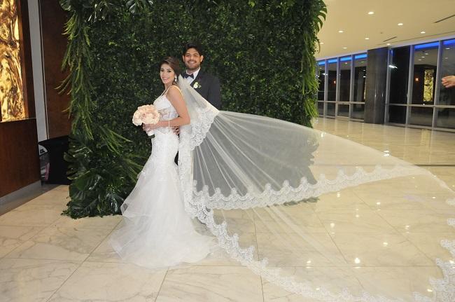 La boda de Elena y Óscar: dos almas porteñas seguras de que el destino existe