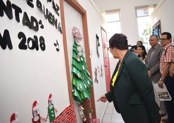 En la puerta de la de Vicerrectoría se creó una villa navideña muy linda, recibiendo así uno de los premios