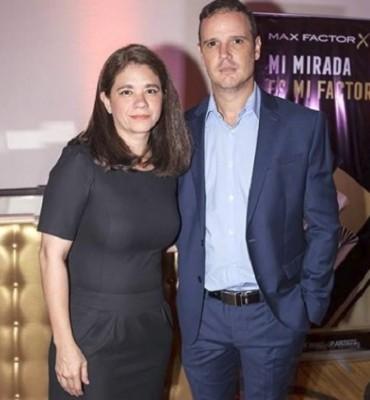 Isabel Pineda con David Sucrovish