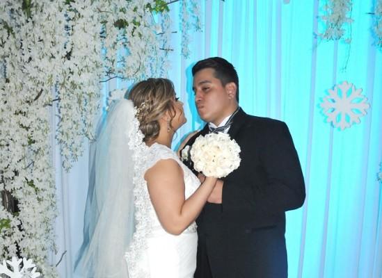 Karely Amaya y Arnold Pineda…dos almas enamoradas que fundieron sus vidas en una increíble velada nupcial