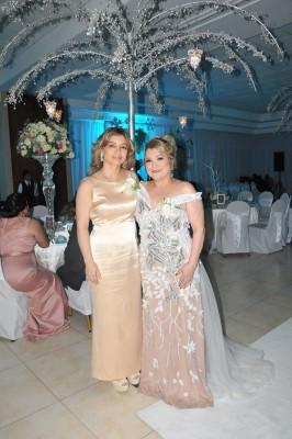 La madre del novio, Ingrid Cobar y la madre de la novia, Blanca Granados.