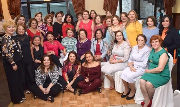Las damas del IWC en una imagen del recuerdo para Farah La Revista