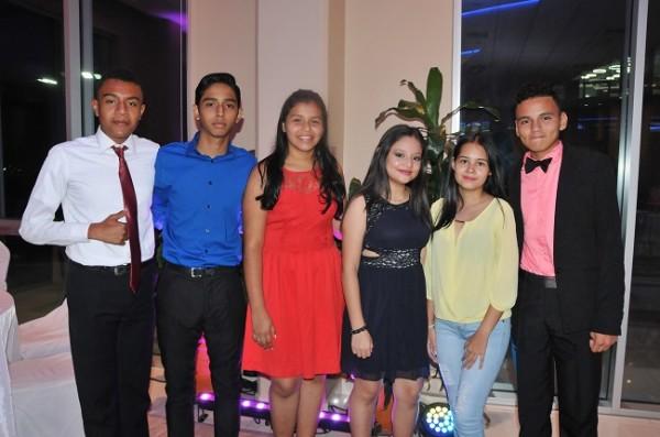 Luis Rodríguez, Allan Acosta, Anny Martínez, Alejandra Pineda, Elizabeth León y Moises Martínez
