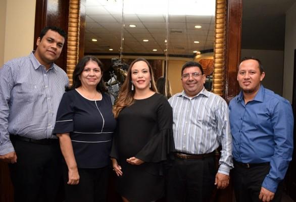 Manuel Castro, Brenda Orellana, Michelle Amador, Alfredo Romero y Rigoberto Galdámez