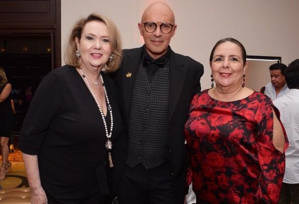 La anfitriones de la noche Lily Sucrovich fueron, Jorge Lentino y Luisa Lacayo