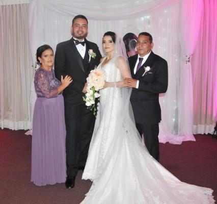 Melvin Gavarrete y Jeydy Perdomo junto a sus padres, Nelva Cardona y Carlos Armando Perdomo