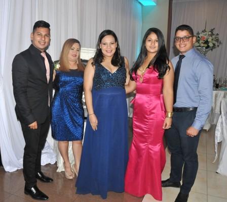 Ramón Mejía, Karen de Pedroza, Joan Martínez, Jessica de Mejía y Josué Mejía