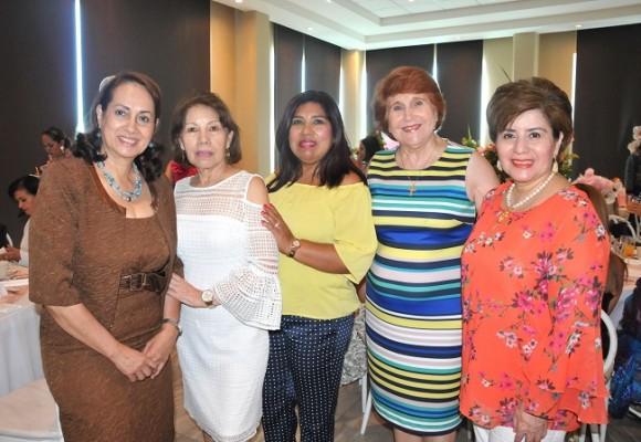 Sandra Alvarado, Aura Gatlin, Sheyla García, Mery Mourra e Irma Castejón