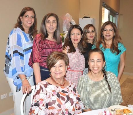 Siham Handal, María Cristina Samara, Erika Giacoman, Leyla de Romero, Lourdes Chinchilla, Raquel de Bendeck y María del Carmen Valladares