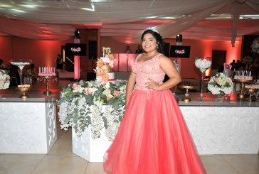 Valeria vibra de emoción en su fiesta de XV años