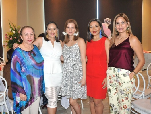 Yolanda Reyes, Marcela Morales, Bessy Hernández, Lorena Paredes e Ilse Aguilar