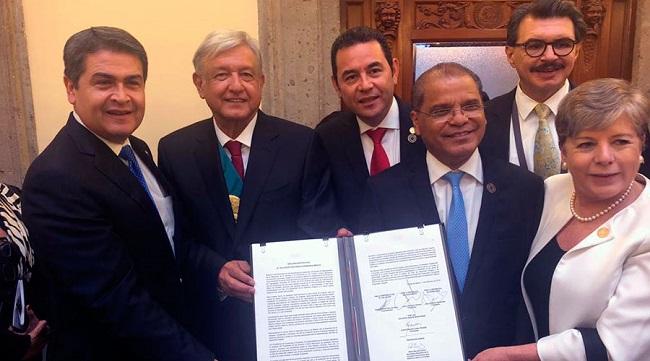 Hernández firma con México Plan de Desarrollo Integral para el Triángulo Norte