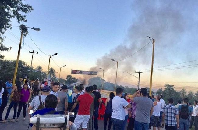 Seguidores de Libre se toman carretera entre El Progreso y Tela