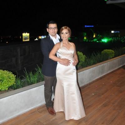 Óscar Coto y Nadia León en su noche de bodas