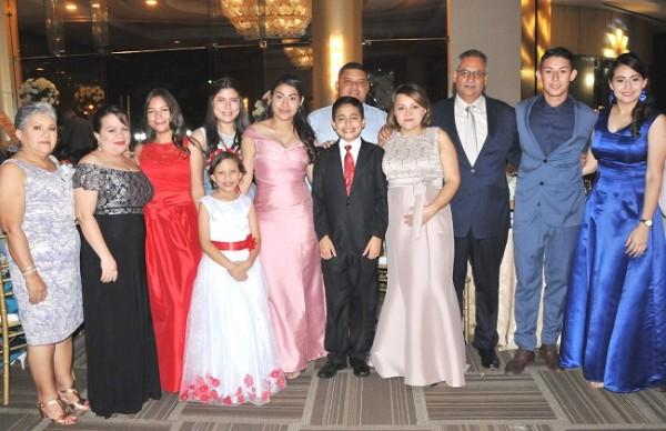 Amistades y familiares de Johnny Tinoco y Ledy Doblado, compartieron con ellos su unión matrimonial