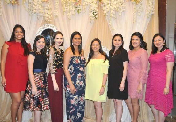 Ana Mejía, Jenny y Paola Ochoa, María Isabel López, Andrea y Martha López, Esther David y Sara Cáceres