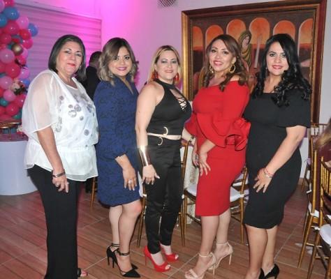 Carla Vásquez, Paty Carrillo, Iris Pascua, Danelia Rodas y Karen Fernández