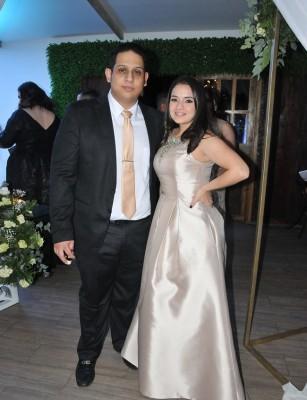 Carlos Rojas y Sarahí Hill