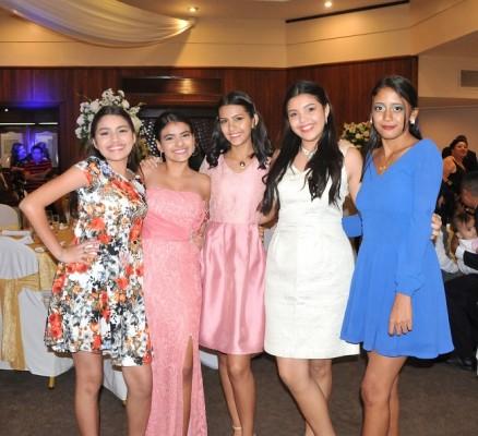 Celeste Torres, Astrid Romero, Larissa Torres, Daniela Manueles y Cinthia Medina