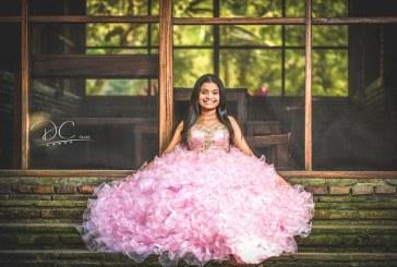 Daniela es una mágica princesa en sus 15 primaveras