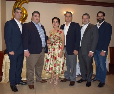 Doña Bárbara con hijos Jorge, Fernando, Carlos, José y Astor Quintana,